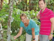Guy-et-Maria-dans-plantation-de-cacao